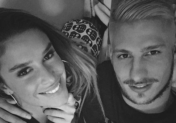 Dukai Regina újra szerelmes. Új párja ismét egy focista, egy fiatal Fradi-játékossal, Batik Bencével van együtt, aki tíz évvel fiatalabb nála. A hírt a modell is megerősítette.