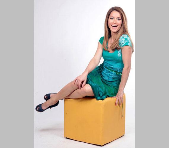 Amíg nem mutatkozik be a Játék határok nélkül műsorvezetőjeként, Varga Edit is látható lesz egy hétig a Balatoni nyár háziasszonyaként.