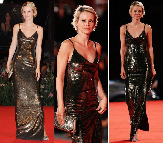 2009-ben a Lo Spazio Bianco című olasz film premierjén egy aranyosan csillogó, pántos alkalmi ruhában mutatta meg karcsú alakját a velencei filmfesztivál vörös szőnyegén.