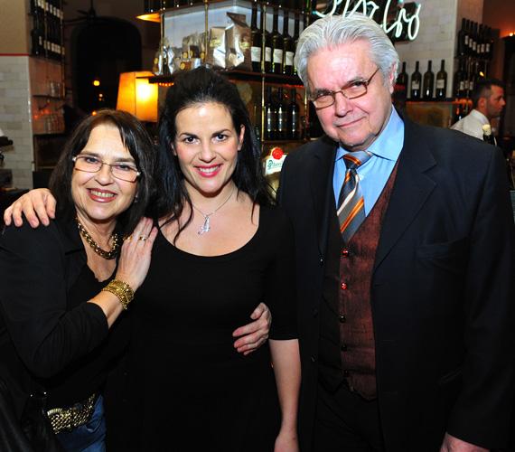 A színművész édesapa és a zongoraművész édesanya, Failoni Donatella mellett nem csoda, hogy belőle is sokoldalú művész lett.