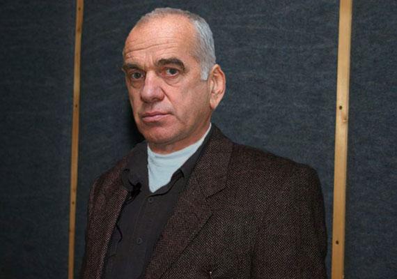 Gáti Oszkár Jászai Mari-díjas színész hét évvel ezelőtt döntött úgy, hogy hátat fordít a színészetnek. Hosszú hallgatása után nemrég kiderült, 40 évnyi sikeres színjátszás után temetőgondnokként dolgozik.