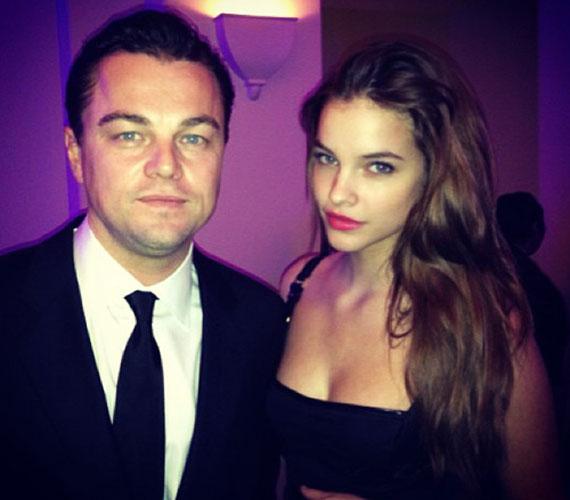 A 19 éves szépséget idén meghívták a Golden Globe-gálára. Ott készült ez a felvétel Leonardo DiCaprióval.