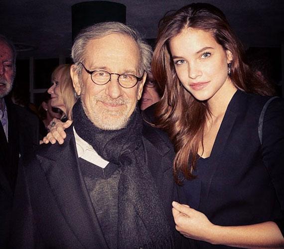 A világhírű rendező, Steven Spielberg állítólag megkérdezte a magyar modelltől, érdekelné-e a filmezés is.