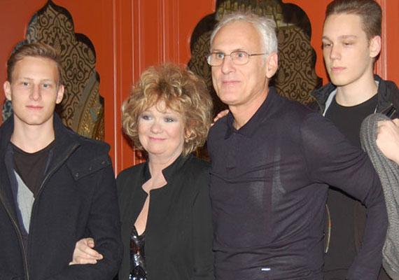 Básti Juli színésznő második házasságából két fia született.1997-ben, 40 évesen hozta világra Samut, 1999-ben pedig Dávidot. Korábbi házasságából Gothár Pétertől még egy fia van, Gothár Márton.