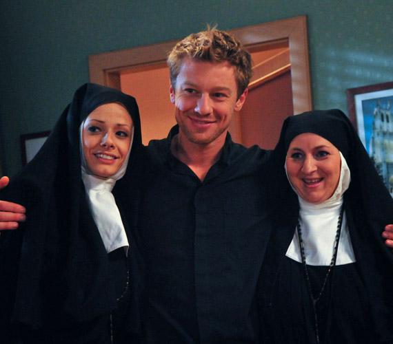 Peller Mariann apácaruhát öltött a Jóban Rosszban című sorozat kedvéért.