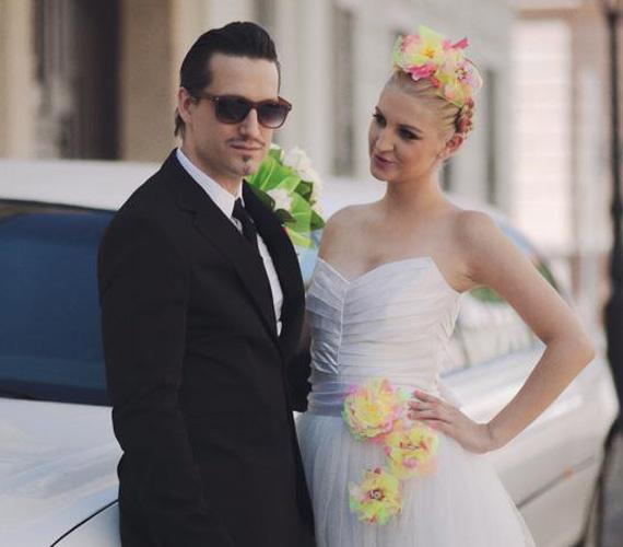 Az esküvőt már nagyon várták a rajongók, a sztárpár tíz év után mondta ki egymásnak a boldogító igent. Galambos Dorina 2013. augusztus 4-én tette ki ezt az esküvői fotót a Facebook-oldalára.