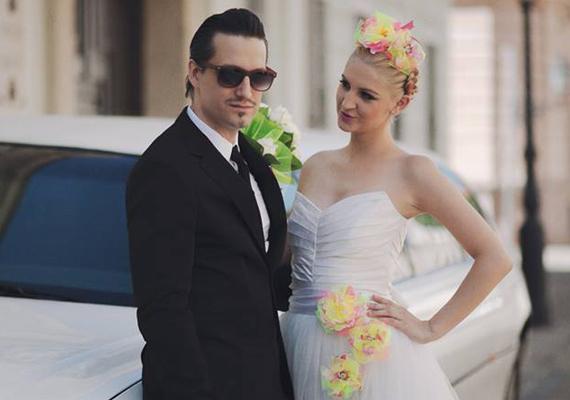 Pély Barna a Megasztár első szériájának zsűritagjaként szeretett bele a versenyző Galambos Dorinába. Kapcsolatuknak nem jósoltak nagy jövőt, de az kiállta az idő próbáját, 2013 augusztusában összeházasodtak.
