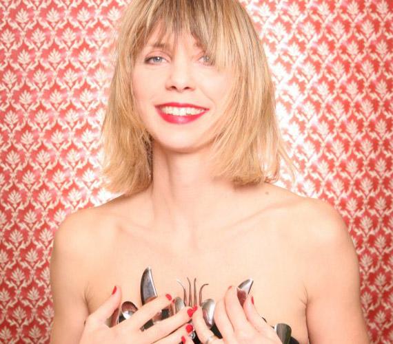 Az énekesnőről már több rendhagyó fotó is felkerült a Facebookra.