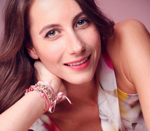 Balla Eszter még csak 35 éves, de a színésznő már háromszoros anyuka. Férjével, Garas Dániel operatőrrel tavaly augusztusban egy kisfiúnak örülhettek. Palinak két nővére van: Emma 2008-ban, Adél 2013-ban látta meg a napvilágot.