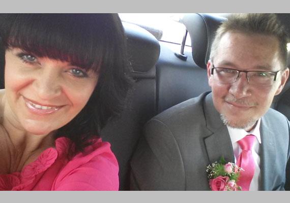 Pintácsi Viki a hétvégén harmadszorra is férjhez ment. Pink színű ruhát választott, a fehéret szerinte viseljék a huszonéves lányok, akik először döntenek úgy, hogy férjhez mennek.