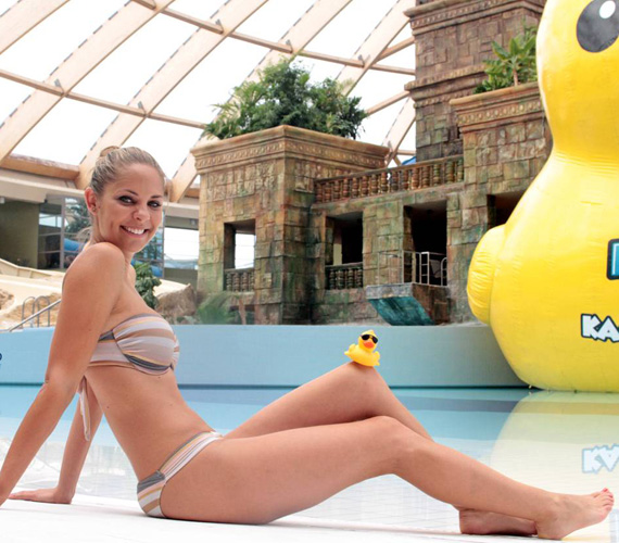 Bátran bikinire vetkőzhet - a facebookos kommentelők szerint alakja alapján beállhat a 20 évesek közé is.