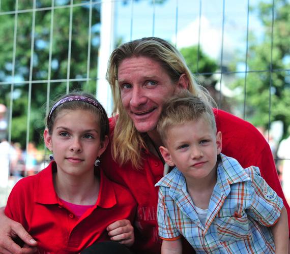Volt feleségétől Janza Katától 1998-ban született lánya, Pintér Janka mára 14 éves kiskamasz. A gyerekek sok időt töltenek együtt, jó köztük a testvéri kapcsolat.