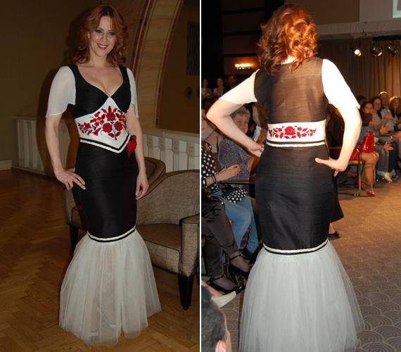 A fekete-fehér ruha kihangsúlyozza Polyák Lilla nőies idomait. Éke a derekát körülölelő, kézzel hímzett piros-fekete díszítés.