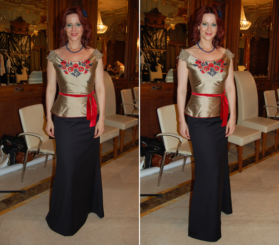 A 36 éves sztár egy sötétkék, földig érő, karcsúsított szoknyát és egy aranyszínű, ejtett vállú felsőrészt viselt, amelyet a piros és kék színek tettek figyelemfelkeltővé.