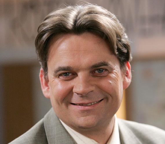 R. Kárpáti Péter a Barátok közt 1998-as indulása óta formálja meg Berényi András karakterét.
