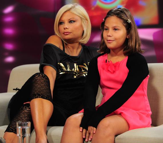 2012 szeptemberében anya és lánya a TV2 Mokka című műsorának vendégei voltak. Azóta Nina kész kis hölgy lett.