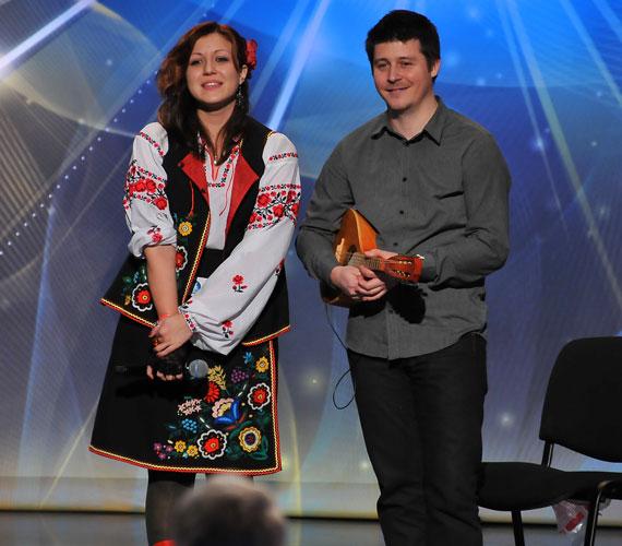 Az énekesek mellet a duók is taroltak: Proc Ivanna Ukrajnából érkezett, népi viseletben és Áronnal, a mandolinossal.