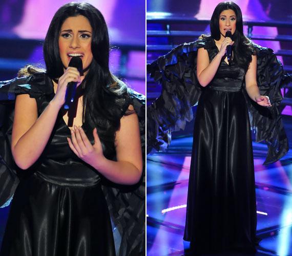 Fekete angyalként ebben a ruhában kezdte el énekelni az Úgy fáj című slágerét.