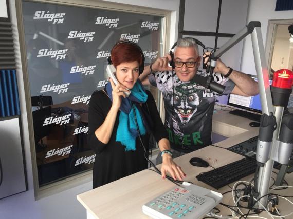 A Class FM egykori műsorvezetői, Vágó Piros és Abaházi Csaba 2016 novemberében búcsúztak el hallgatóiktól a Class FM utolsó napi adása során. November végén kiderült, hogy mindketten a Sláger FM-hez igazoltak, ahol minden hétköznap reggel 6-tól 10-ig a Sláger Reggelben hallhatjuk őket.