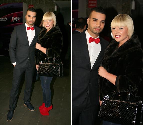 Tolvai Renáta, aki elkísérte a versenyre a szerelmét, Kállay-Saunders Andrást, egy bundában és egy merész, vörös cipőben érkezett az eseményre.