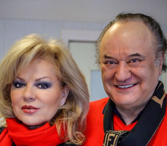 Korda György és Balázs Klári 1981-ben házasodtak össze, ekkor készítették el első közös duettfelvételüket, Nem hozol több rózsát címmel. Az énekesnő a bántó pletykák miatt ódzkodott attól, hogy felvegye Gyuri bácsi nevét, ezért volt férje vezetéknevét használta művésznévként. 2014-ben azonban elérkezettnek látta az időt, hogy az irataiban felvegye a Korda Klára nevet, ezért elindította az eljárást.