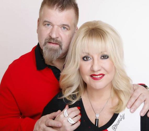 Zoltán Erika 1990-ben találkozott először férjével, Kátai Róberttel. Néhány hónapos ismeretség után az énekesnő bevallotta akkori férjének, hogy Kátait szereti, és elköltözött. A pár 1997 januárjában házasodott össze, és már az év decemberében megszületett lányuk, Kátai Zoé Roberta. Zoltán Erika és férje 25 éve vannak együtt, és 18 éve házasok.