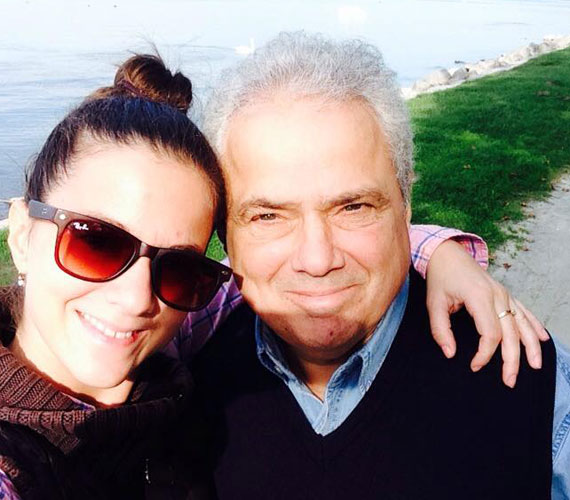 Közös séta: Rózsa Gyuri és egy szem lánya igyekszik minél több időt együtt tölteni.