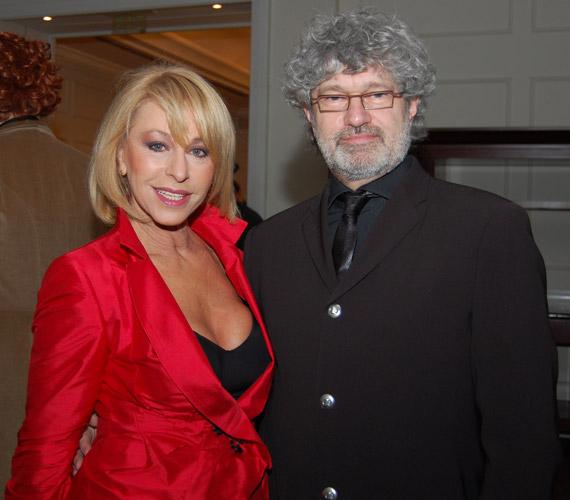 A 65 éves bűvész, Ungár Anikó 2005-ben ismerte meg a bankár Ferenczi Tibort, akivel össze is házasodtak.