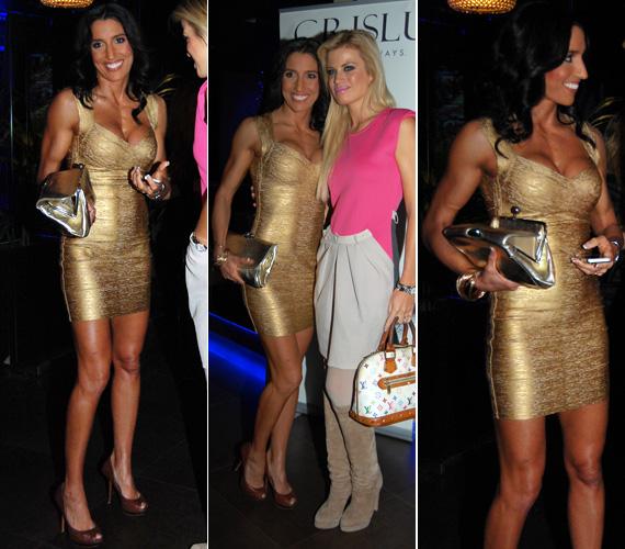 A testhezálló, aranyszínű ruhához színben hozzá illő táskát is választott.