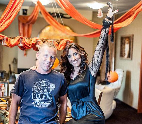 Schobert Norbert és Rubint Réka otthona narancssárgába öltözött Halloween éjszakájára.