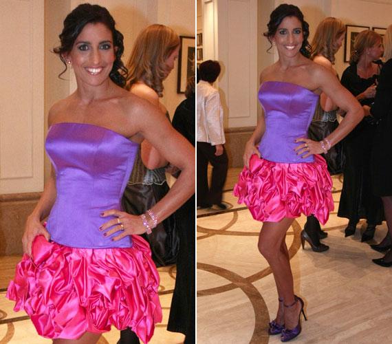 2010-ben egy lila-pink koktélruha mellett döntött a fitneszkirálynő.