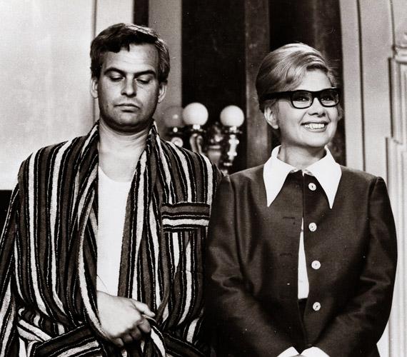 A színészpár olyan filmekben játszott együtt, mint Csehov Ványa bácsija, Krúdy Gyula Szindbádja vagy az 1968-as Alfa Rómeó és Júlia - a képen.