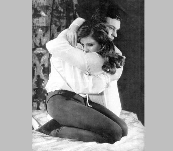 1963-ban a Vígszínházban Shakespeare Rómeó és Júliájának címszerepében: a nézők érezték, hogy vibrál a levegő, a színpadon igazi szerelmeseket látnak a címszerepekben.