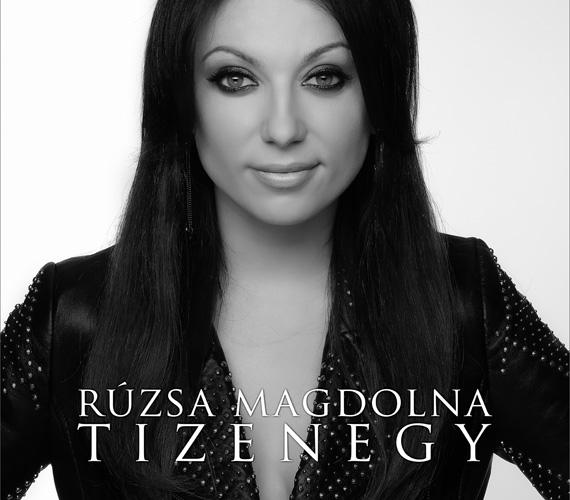 Az új album azért kapta a Tizenegy nevet, mert amióta az énekesnő a pályán van, 11 munkatársával dolgozik együtt, 11 dal sorakozik a lemezen és a 11 a szerencseszáma. Nem véletlen hát, hogy november 11-én, vagyis 11. hó 11-én jelent meg.