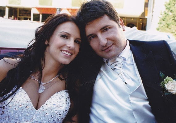 Hajdú Péter 2008. április 11-én jegyezte el Sarka Katát. 2009 áprilisában szerettek volna összeházasodni, de az eljegyzés után három hónappal kiderült, hogy a menyasszony babát vár, így az esküvőt előbbre hozták.