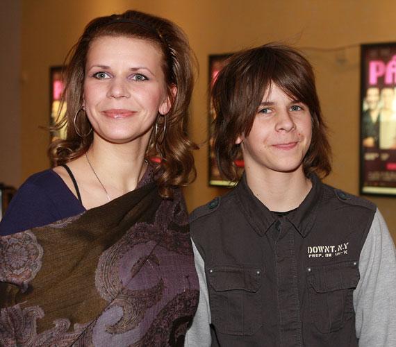 Nagyobbik fia, az előző kapcsolatából született Lackó már nagykorú, 19 éves.
