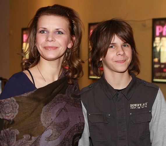 Első fia születésekor még csak húsz éves volt: a fiúk között nagy a korkülönbség, ám ez nem okoz problémát a családban.