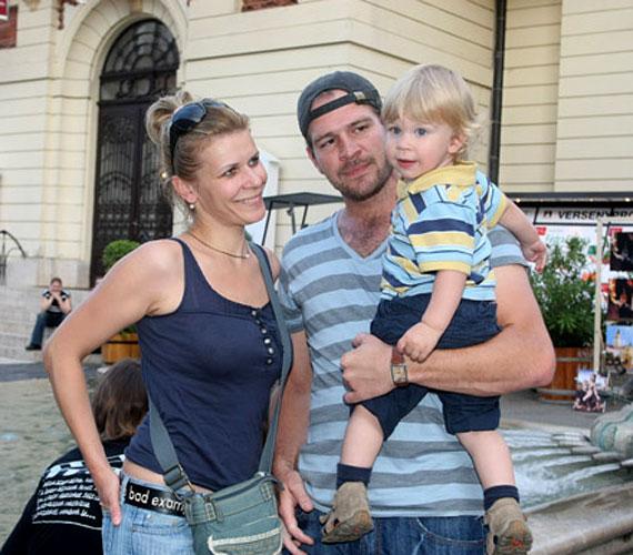 Férjével, Schmied Zoltánnal három gyermeket nevelnek: Bori nem sokkal késte le a Valentin-napot, hiszen február 15-én jött a világra.