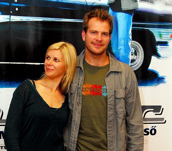 Színész férjével, Schmied Zoltánnal három gyermeket nevelnek.