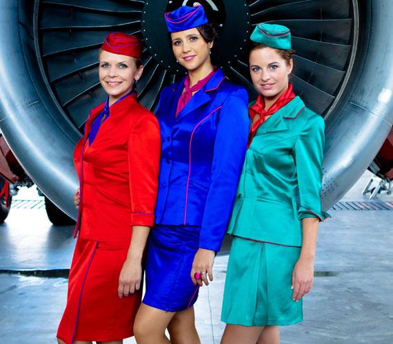 A Boeing, Boeing - Leszállás Párizsban című vérbő komédiában Schell Judit, Gubás Gabi és Tóth Eszter alakítják a három menyasszonyt. Egyik csinosabb, mint a másik.