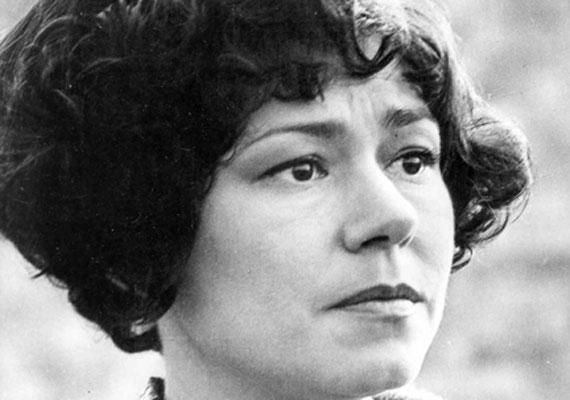 A tehetséges színésznő halálával a magyar színjátszás egyik legegyedibb és legsokoldalúbb komikáját veszítette el 2002-ben. A bohózatok, vígjátékok mellett több mint 30 játékfilm és rengeteg televíziós produkció is őrzi alakját.