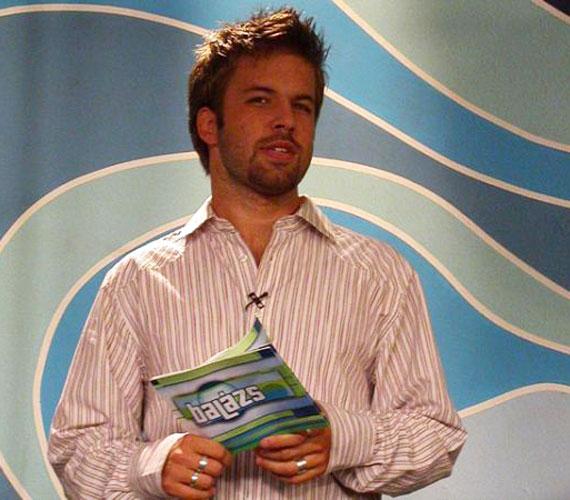 A 36 éves Sebestyén Balázs kereken tíz évvel ezelőtt robban be az RTL Klub képernyőjére a Balázs show-val, ami 2008-ig futott. Pont olyan idős volt akkor, mint most Istenes Bence.