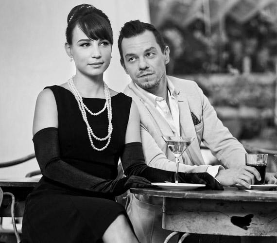 Pataki Szilvia, a sorozat Bárány Enikője tavaly még gyűrűs menyasszony volt, aztán vőlegényével végül belátták, jobb, ha külön utakon folytatják. Tavasszal aztán rátalált a szerelem a humorista, műsorvezető Nacsa Olivér személyében.