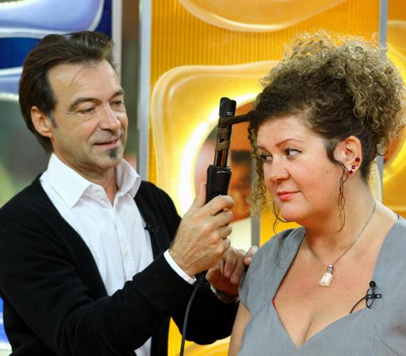 November elején még göndör frizurával jelent meg az RTL Klub Csak Csajok című műsorában.