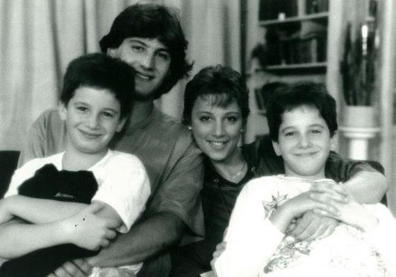 A Szép család gyermekei a Família Kft. című sorozatban: Misi, Ádám, Kriszta és Ricsi.