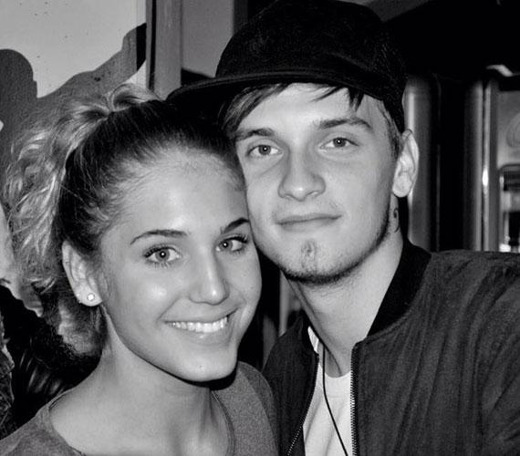 A Barátok közt színésznője, Nyári Dia és a 2013-as X-Faktor énekese, Tóth Marci kapcsolata barátságnak indult, majd a 2014-es év elején szerelem szövődött köztük. Már össze is költöztek.