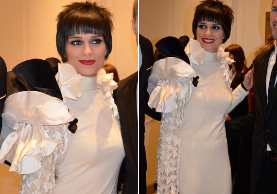 A sorozat Pongrácz Barbarája, az egyedi stílusáról híres Legerszki Krisztina monokróm ruhája az est egyik legkülönlegesebb darabja volt.
