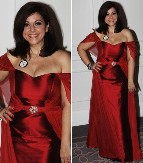 Erdélyi MónikaA műsorvezető vörös estélyiben és visszafogottan szexi dekoltázzsal partizott a Story-gálán.