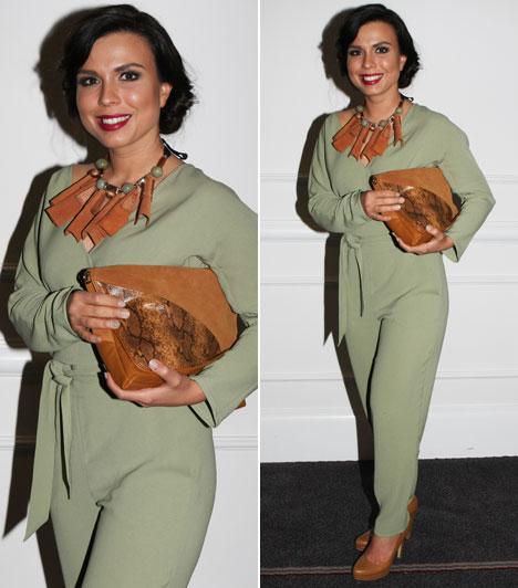 Marenec Fruzsina  A Barátok közt egykori színésznője Nanushka tervezte ruhában. A ruha maga is egyedi darab, azonban a különleges kiegészítők dobják fel igazán.