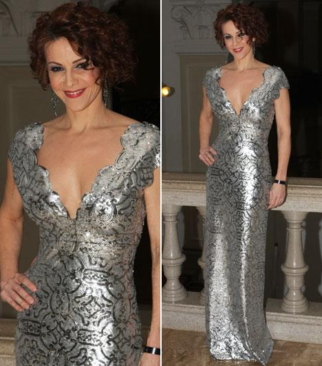 Polyák Lilla  A gyönyörű 39 éves musicalszínésznő egy Léber Barbara által tervezett, ezüstösen csillogó kreációban érkezett a gálára.